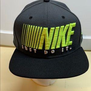 "Men's Nike "" Just Do It"" adjustable Hat Like New"